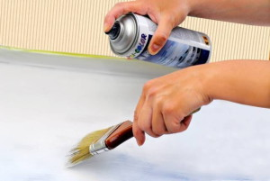 Мелкие повреждения поверхности заделываются с помощью специального полирующего состава