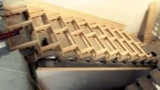 Металлический каркас с деревянной обрешеткой.