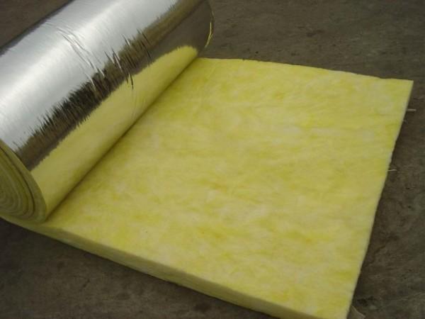 Минеральная вата с наклеенным отражающим слоем из фольги не нуждается в отдельной пароизоляции.