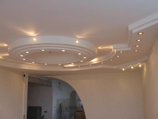 Многоуровневый потолок из гипсокартона с точечной подсветкой