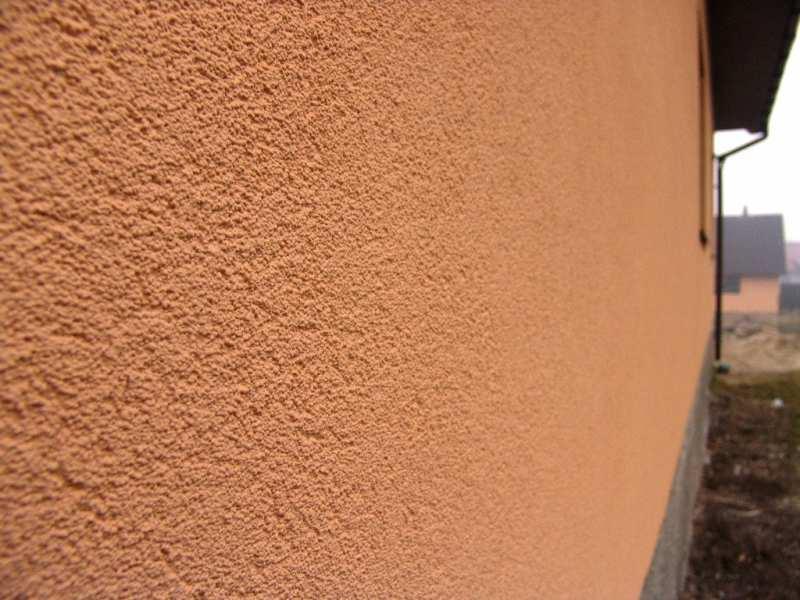 Мокрая штукатурка фасада здания