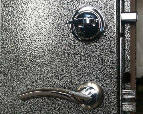 Молотковая краска для железных дверей – лидер впечатлений и продаж