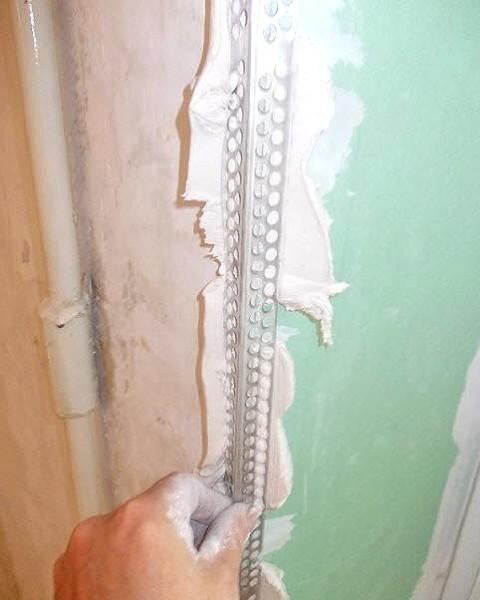 Монтаж металлического уголка для дверного откоса