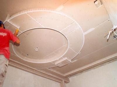 Монтаж многоуровневой потолочной конструкции