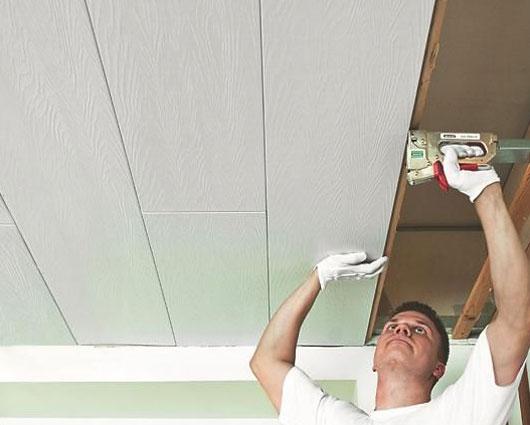 Монтаж панелей МДФ при отделке потолка