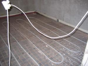 Монтаж теплого пола всегда включается в последовательность отделки новой квартиры отдельным пунктом плана