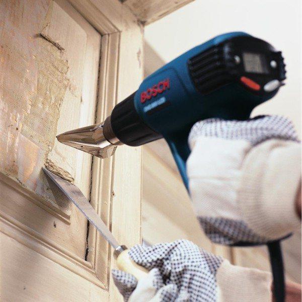 Монтажный фен для данной работы не подходит, поскольку он сушит стены и не может активировать вещества в застывшем клее