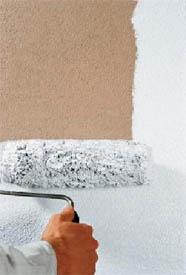 На бетонной, тем более, газобетонной поверхности удобнее работать валиком, причём с насадкой под стать структуре поверхности самого бетона