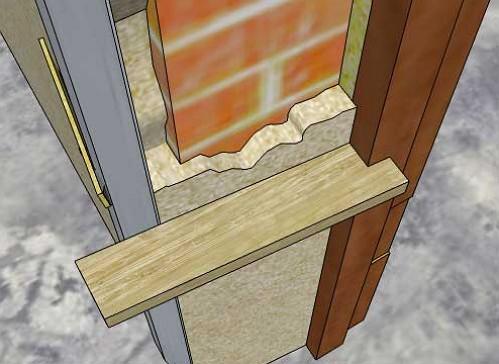 На этом фото вы можете увидеть, как правильно заполнить раствором откос с помощью деревянного правила