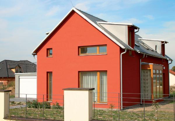 На фото - дом окрашенный силиконовой краской