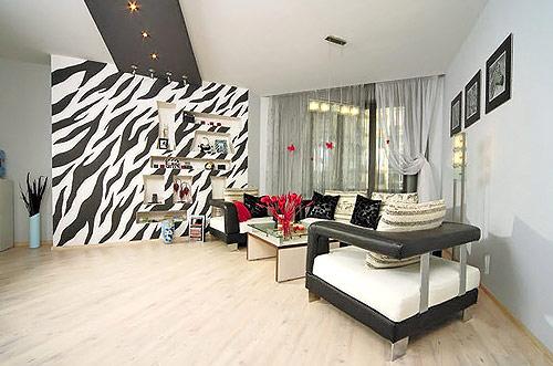На фото - грамотное использование подобных покрытий, способное преобразить любую комнату