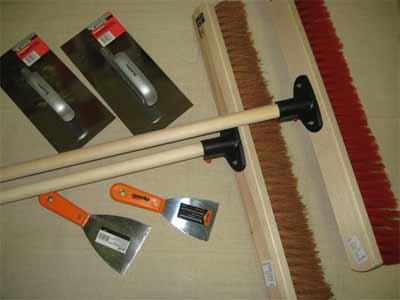 На фото - инструмент, необходимый для обработки бетонных поверхностей