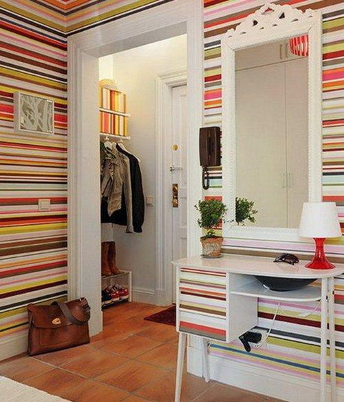 На фото - использование ярких полотен при оформлении стен