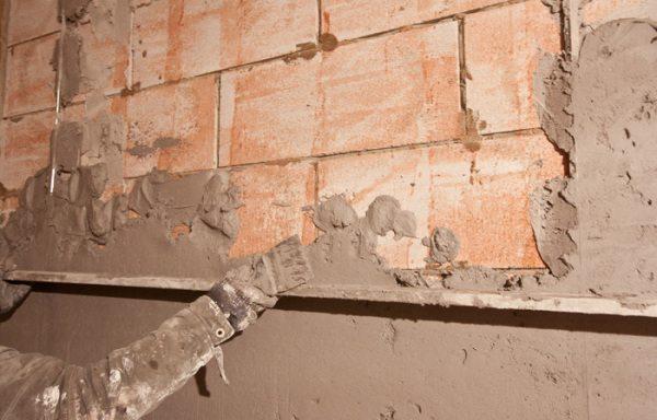 На фото - накидка и выравнивание цементной штукатурки
