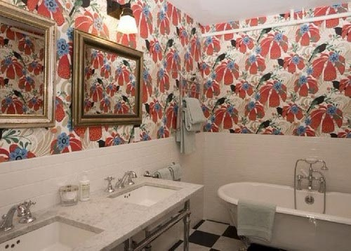 На фото - обои для ванной становятся все более востребованными