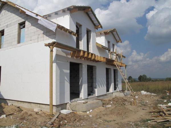 На фото - оштукатуренный фасад газобетонного дома
