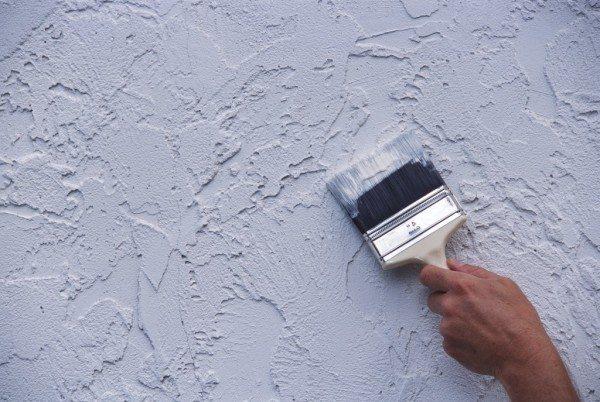 На фото - отделка стен с применением фактурных красок (штукатурок)