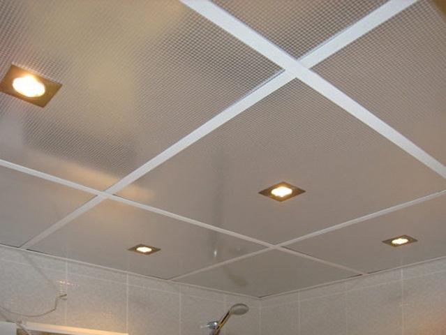На фото - подвесной потолок