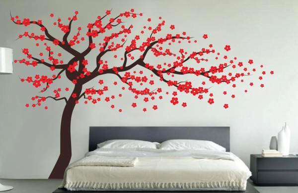 На фото - тема цветущих деревьев, особенно популярная при оформлении в восточном стиле