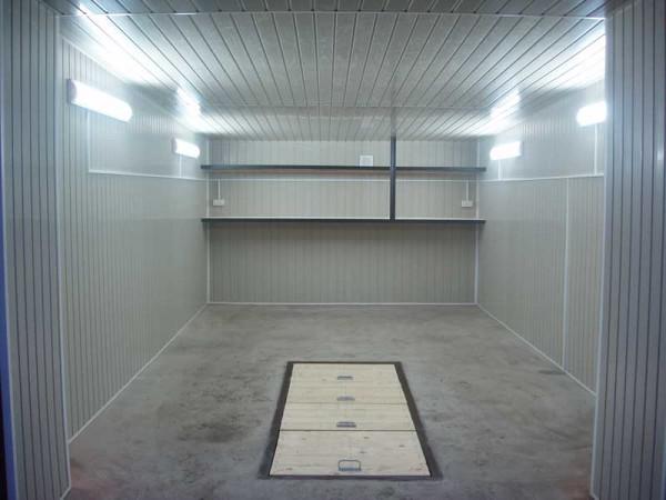 На фото – гараж отделан сайдинговыми панелями