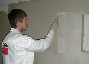 На фото – использование системы тонкослойной штукатурки внутри здания