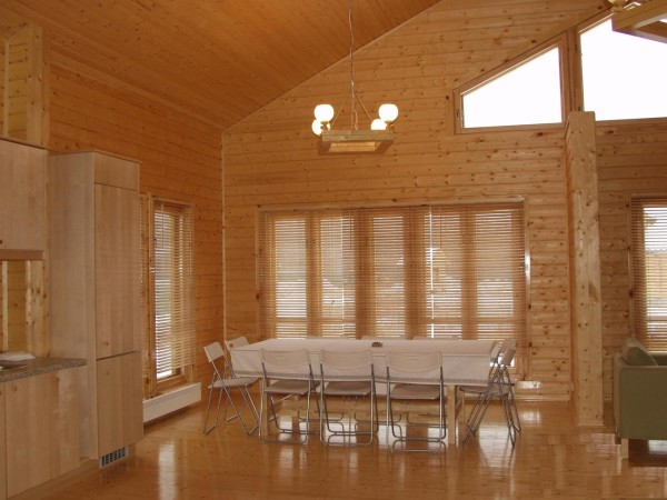 На фото – красивая отделка внутри дома из бруса