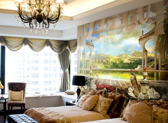 На фото – обои в виде фресок в интерьере спальни