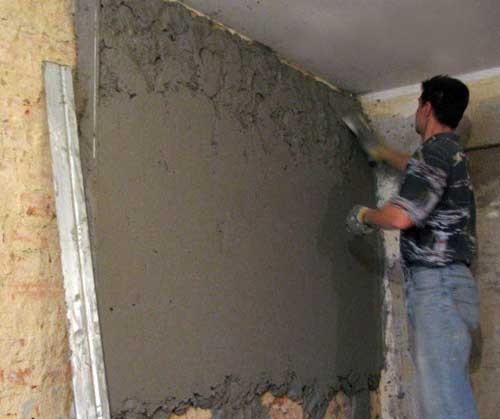 На фото – обрызг стен раствором