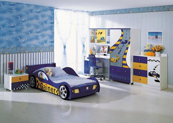 На фото – отделанные виниловыми обоями стены детской