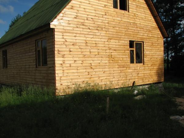 На фото – отделанный вагонкой дом