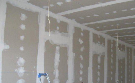 На фото – стены, которые подготовили к последующей отделке, с учетом нанесения грунтовки