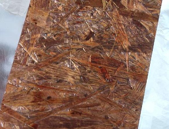 На фото – задекорированная морилкой плита ОСБ