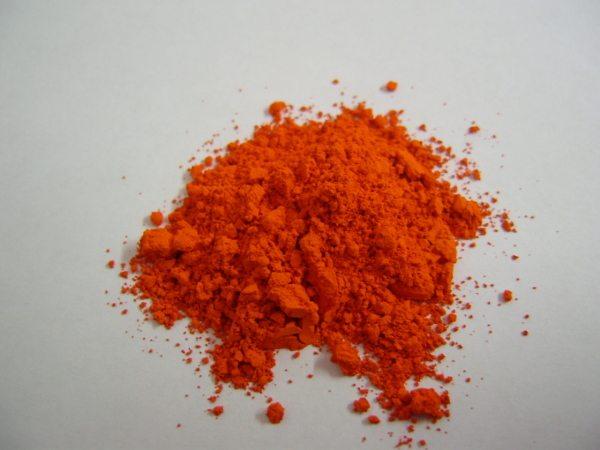 На фото демонстрируется свинцовый порошок для изготовления краски.