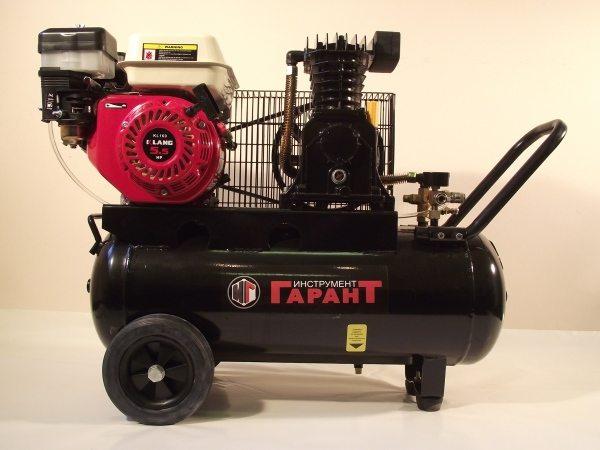 На фото показан агрегат с бензиновым двигателем внутреннего сгорания.