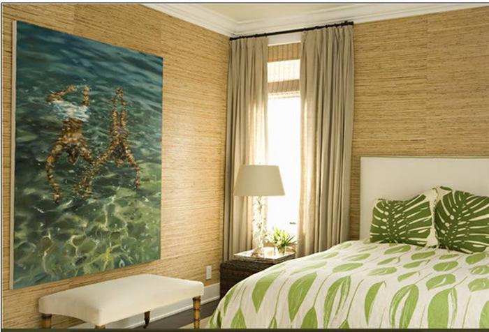 На фото показана отделка стен покрытием из натурального бамбука.