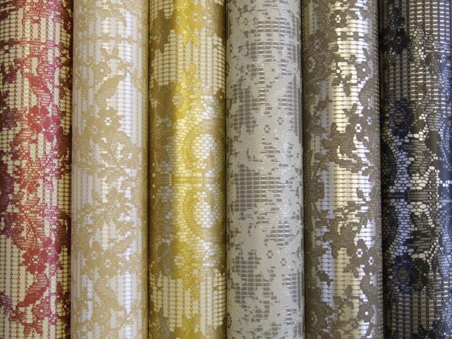 На фото показаны дышащие текстильные обои на бумажной основе.