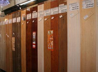 На фото представлен ассортимент и расценки стеновых панелей.