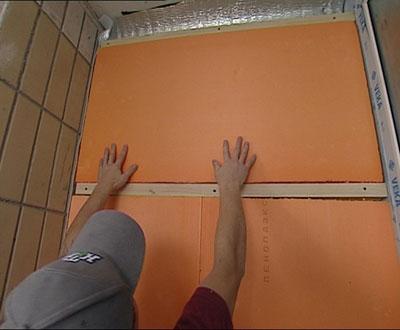 На фото пример использования пеноплекса для внутреннего утепления балкона.