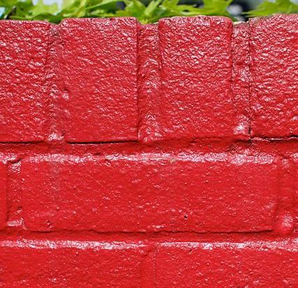 На фото результат покрытия кирпичной кладки краской.