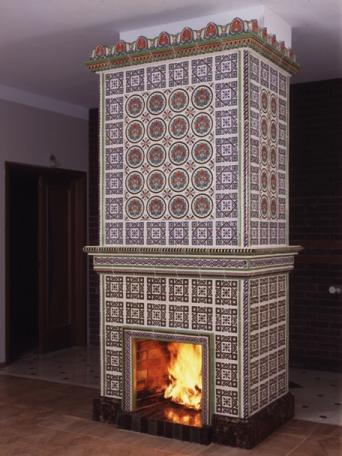 На фото: с помощью плитки можно сделать поистине шикарный камин