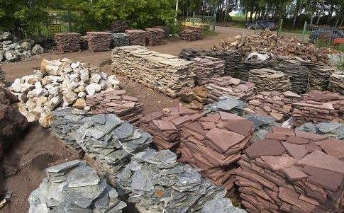 На фото видно, что все каменные изделия обладают своими оригинальными формами