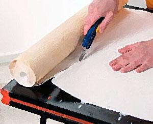 Надёжный режущий инструмент – основа работы с обоями, всё придётся подгонять своими руками