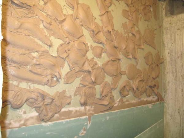 Наклейка гипсокартона на стену.