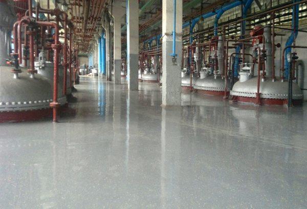 Наливные полы с добавлением двухкомпонентного грунта настолько надежны, что используются в производственных помещениях