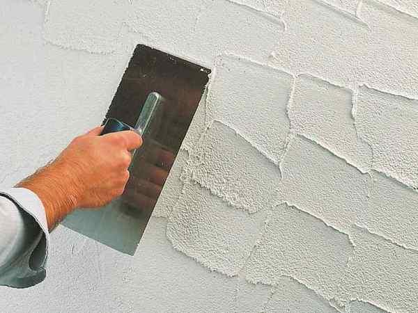 Нанесение материала на стену