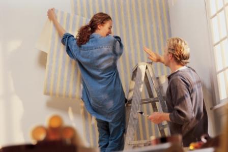 Нанесение обоев на стену своими руками – дело несложное, но ответственное