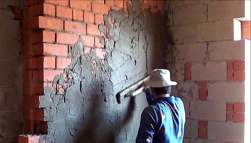 Нанесение цементного состава на стены