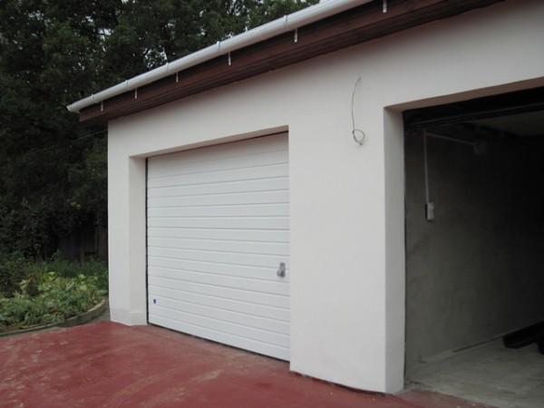 Наружная стена гаража не соединяется с бетонным полом