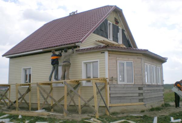 Наружное оформление защищает дом от внешних факторов и увеличивает декоративные качества фасада.