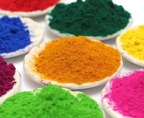 Натуральные краски – дорогое удовольствие, хотя предложений на рынке можно найти немало